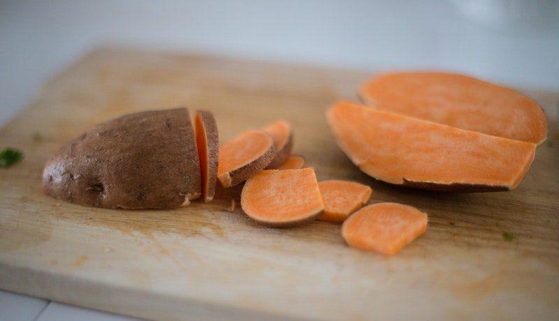 zelf babyhapjes maken met zoete aardappel