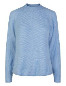 lichtblauwe trui capsule wardrobe